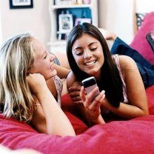 إستطلاع: الهاتف المحمول أفضل لدى المرأة من حبيبها!