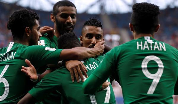 اسطول حافلات من المشجعين لمساندة السعودية ضد اليمن