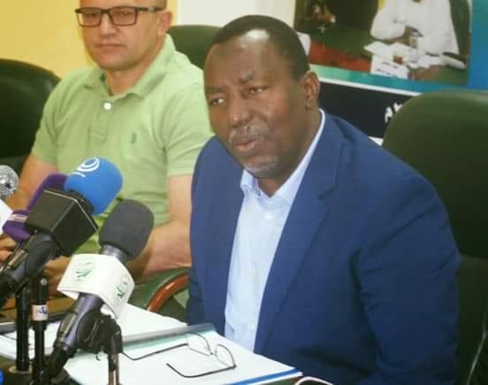 """جماهير غاضبة تُهاجم رئيس لجنة المُنتخبات """"حسن برقو"""" عقب إنتهاء مباراة السودان وتشاد"""