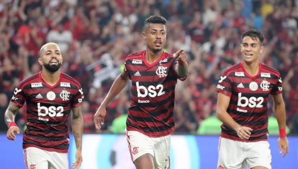 فلامنجو  يضرب شابيكوينسي في الدوري البرازيلي ويتصدر