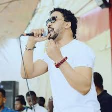 المحكمة تصدر أمر بالقبض على الفنان أحمد الصادق
