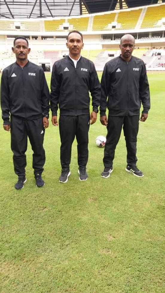 تحكيم سوداني يدير مباراة يوغندا وملاوي بقيادة شانتير