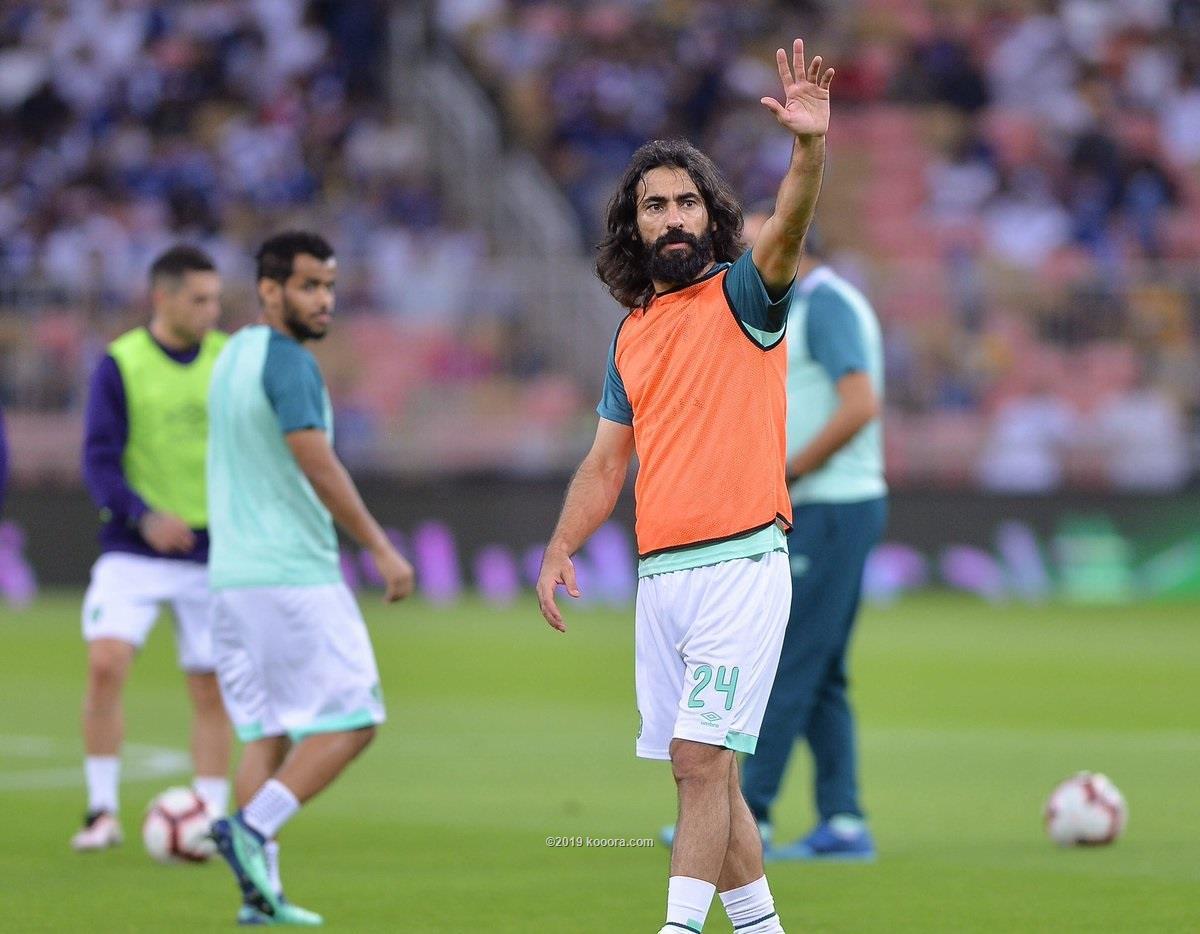 عملاق الكرة السعودية حسين عبد الغني يعتزل الكرة
