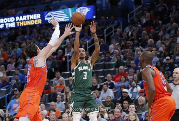 يانيس يواصل الابداع في السلة