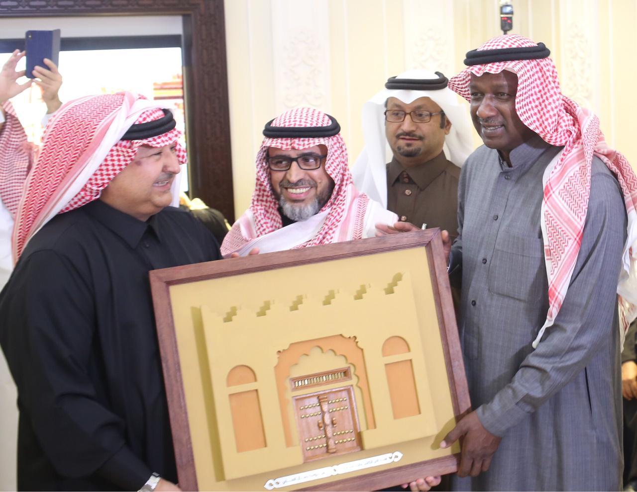 جمال العلي يحتفي بالكابتن ماجد عبدالله ويشيد بالجمعيات الخيرية الداعمه