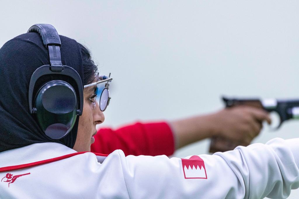 في منافسات مسدس هوائي 10 متر فردي البحرينية موزة علي تتوشّح بذهبية رماية عربية السيدات .