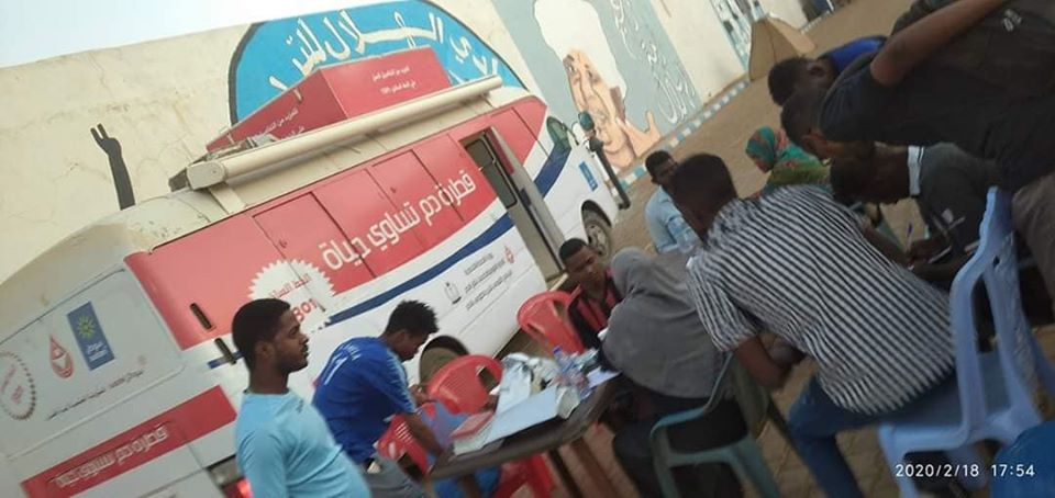 جماهير الهلال تواصل الاعتصام وحملة التبرع بالدم