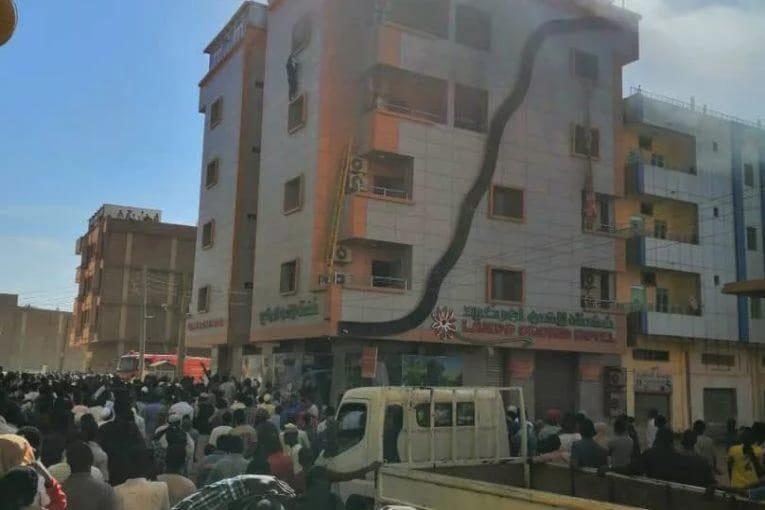 بالصورة..وفاة ثلاثة اشخاص بينهم لاعب المريخ الفاشر بفندق اركيدو بالخرطوم