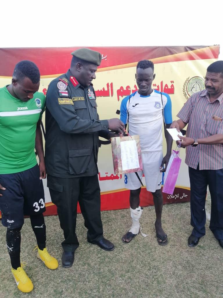 قوات الدعم السريع تمنح نجمى فريق هلال الفاشر وهلال الأبيض جائزة نجم المباراة