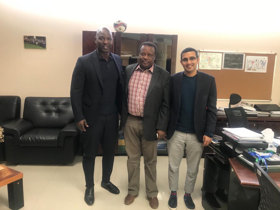 المهندس /الفاتح احمد بانى نائب رئيس الاتحاد السودانى لكرة القدم رئيس لجنة المسابقات يلتقى بالسيد/ انتونى بافو نائب سكرتير الاتحاد الافريقى لكرة القدم .