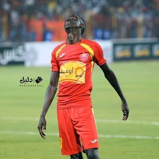النجم أحمد حامد التش يتعرض للسرقة