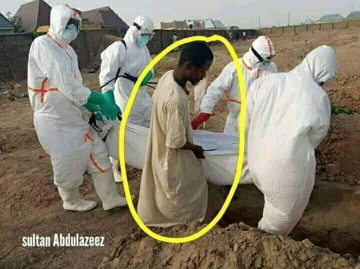 بالصورة..دفن متوفي بكورونا يثير غضب السودانيين