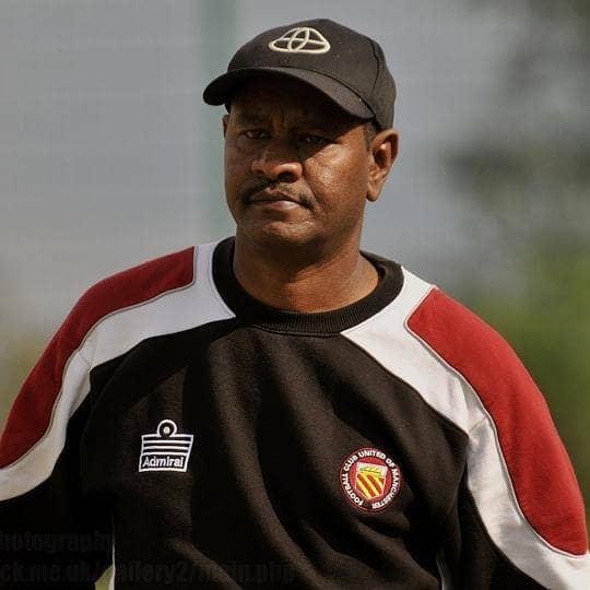 العوام سيد احمد مدرب سوداني يقدم تعديلا جديدا في كرة القدم للاتحاد الانجليزي
