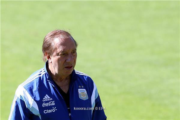 كارلوس بيلاردو مدرب الأرجنتين التاريخي يتعافى من كورونا