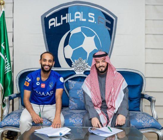 الهلال السعودي يمدد عقد نجمه عطيف لعامين