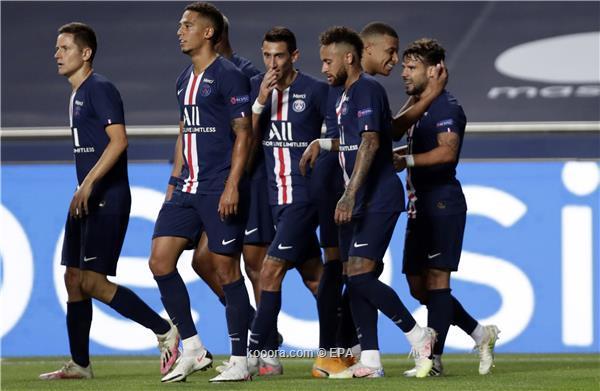 لاعب باريس يصدم البارسا