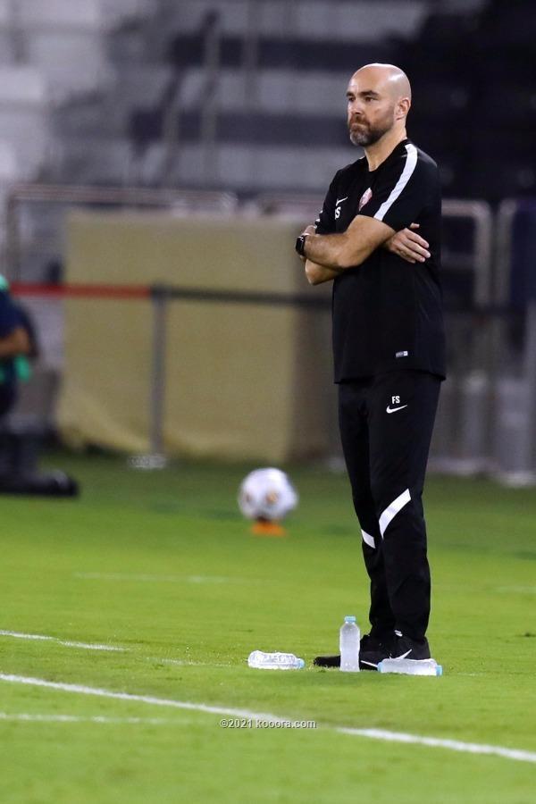 مدرب المنتخب سانشيز: حققنا إنجازا جديدا للكرة القطرية