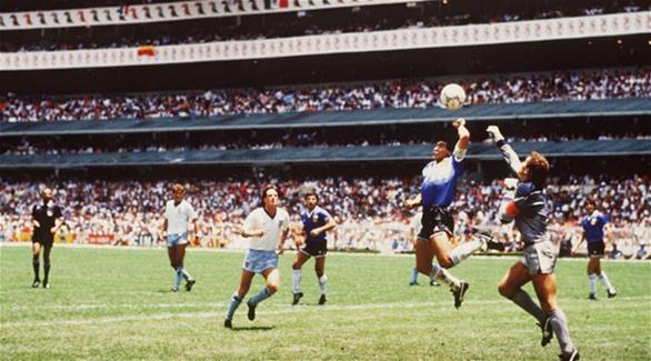 المنتخب الأرجنتيني يحتفي بهدف القرن العشرين لمارادونا باليد في شباك الانجليز