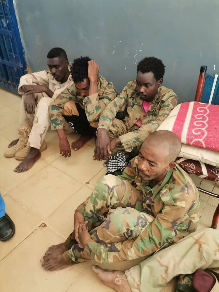 شرطة محلية الخرطوم توقف شبكة إجرامية مكونة من 10 أشخاص تنتحل..