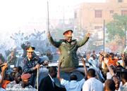 البشير يقتحم مظاهرة في كوبر بسيارة يقودها وزير الدفاعّ!!!