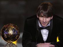 """جائزة """"الكرة الذهبية"""" بين ميسي ورونالدو وتشافي"""