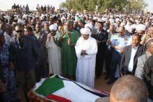 البلاد تشيع هرم الغناء السوداني (وردي) بالدموع إلى مثواه الأخير