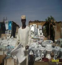 اسعارهم اقل من السوق بـ 80% ... بائعوا الادوات الصحية في شارع الغابة ... كيف يصبرون على تجارة الهجير؟