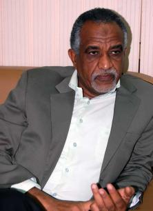 القطب الهلالي اللواء ضياء عثمان : عطا المنان لا يملك الشجاعة لاعلان ترشحه