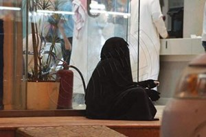 """وفاة """"متسولة"""" في السعودية تاركة وراءها ملايين الريالات ومجوهرات و4 عمائر ولا وريث لها"""