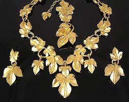 سيدة تحتال على نساء بالخرطوم بحري و تستولي علي كمية من المجوهرات