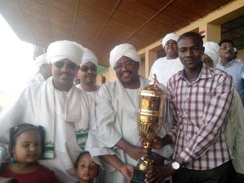 فروستي يفوز بديربي نادي العاصمة لسباق الخيل واحتجاجات واحداث في حضور الوزير بمقصورة الفروسية امس