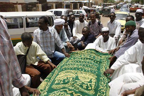 تشييع مهيب لجثمان الموسيقار محمدية بمقابر ( حمد النيل )
