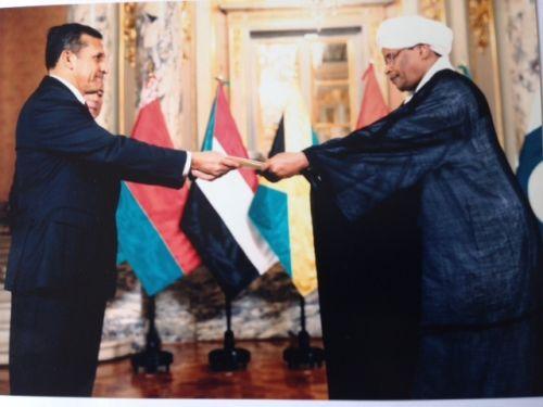 السفير عبدالغني النعيم يقدم اوراق اعتماده للرئيس البيروفي اولانتا مالا