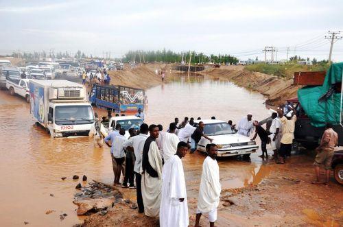 هيئة رعاية البراعم والناشئين والشباب تسير  قافلة الخير للمتضررين من الأمطار والسيول