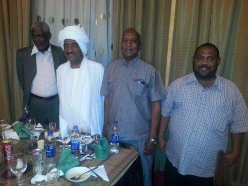 سفير السودان عبد المحمود يكرم ببعثة المنتخب الأولمبي ويؤكد علي عمق علاقات مصر والسودان الرياضية