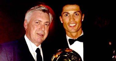 انشيلوتي يشارك رونالدو فرحة الفوز بالكرة الذهبية