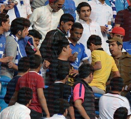 طرد مشجع نصراوي من مدرجات الهلال في مباراة نهائي الكاس