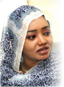 صفية محمد الحسن: اختيار المذيعة بمعيار الجمال ليس عيباً