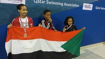 السودان يحرز ست ميداليات في بطولة السباحة الدولية بقطر