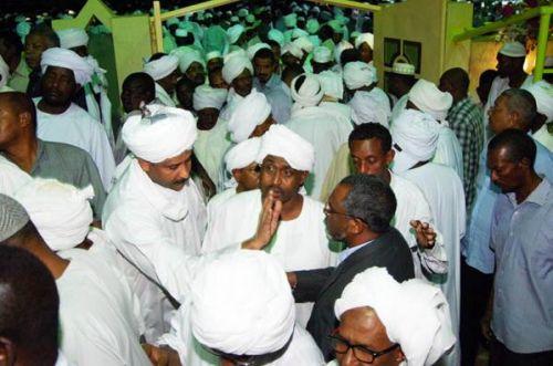 """صحف عربية :الترابي تحدث بلغات الأرض.. وعارض جميع رؤساء السودان.. وحارب """"الختان"""""""