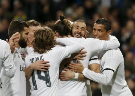 برشلونة يتعثر وريال يفوز برباعية على أشبيلية