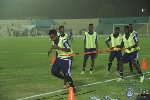 الهلال يعود للتدريبا بملعبه استعدادا للممتاز