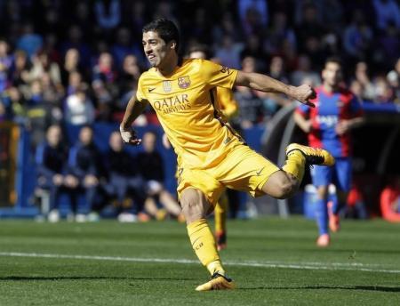 سواريز يسجل رباعية مع عودة برشلونة للانتصارات وريال يفوز