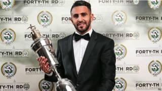 الجزائري محرز يفوز بجائزة أفضل لاعب في كرة القدم الإنجليزية