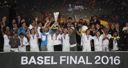 توجيه اتهامات لاشبيلية وليفربول لشغب جماهيرهما خلال نهائي الدوري الأوروبي