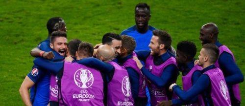 الديوك الفرنسية تهزم رومانيا بهدفين لهدف في افتتاح اليورو