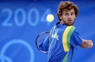 تقرير: نجم التنس البرازيلي كيرتن يشعل المرجل الأولمبي