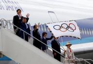 العلم الاولمبي يصل طوكيو ودعوات من أجل الوحدة