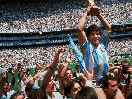 تعرف على الاسباب التي تجعل الشعب الارجنتيني يتعاطف مع ماردونا في جواز سفره المزور