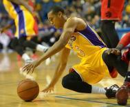 ليكرز يسحق بليكانز في دوري السلة الأمريكي